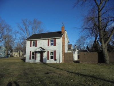 Single Family Home For Sale: 412 Burton St