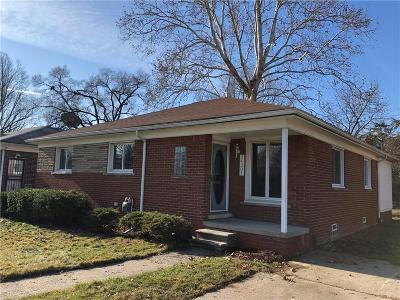 Oak Park Single Family Home For Sale: 24301 Geneva St