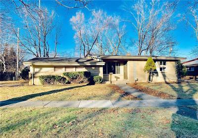 Oak Park Single Family Home For Sale: 15330 Joan St