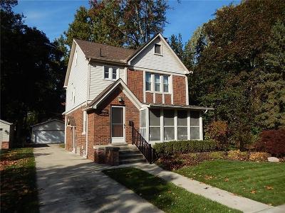 Livonia Single Family Home For Sale: 9815 Berwick St