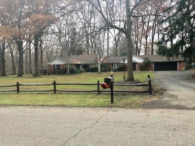 Southfield Single Family Home For Sale: 23640 Oak Glen Dr