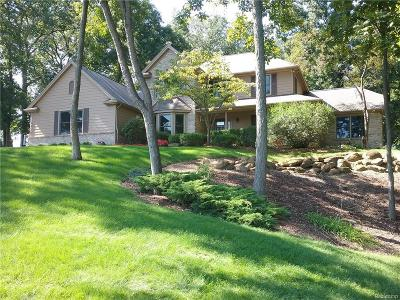 Brighton Single Family Home For Sale: 5470 Parkside Dr