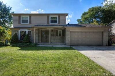 Livonia Single Family Home For Sale: 16843 Woodside St