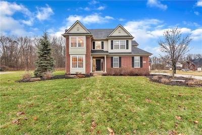 South Lyon Single Family Home For Sale: 23456 Prescott Ln E