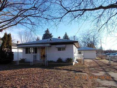 Single Family Home For Sale: 2222 Trenton