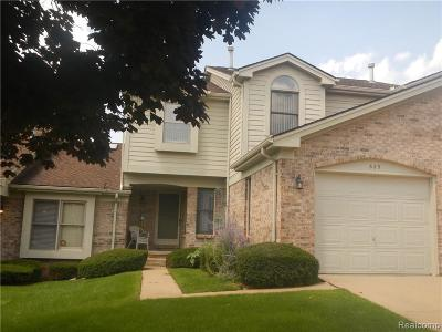Milford Condo/Townhouse For Sale: 629 Summit Ridge Dr