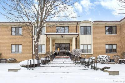 Farmington Hill Condo/Townhouse For Sale: 31935 W 14 Mile Rd