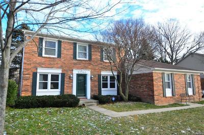 Farmington Hill Single Family Home For Sale: 25360 Surrey Ln