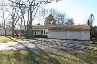 Farmington Hill Single Family Home For Sale: 24551 Wistaria Dr
