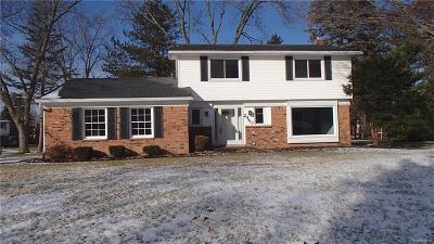 Lake Orion Single Family Home For Sale: 2440 Eaton Gate Rd