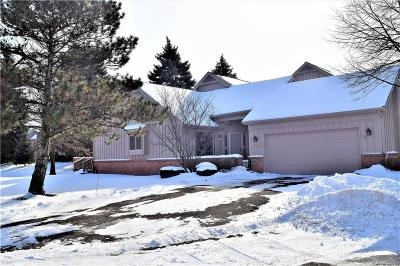 Farmington Hill Condo/Townhouse For Sale: 37681 Russett Dr