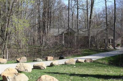 Milford Single Family Home For Sale: 12431 Golden Oaks Dr