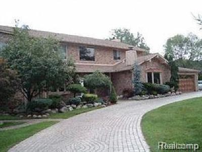 West Bloomfield Single Family Home For Sale: 5549 Perrytown Dr