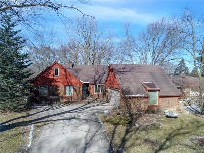 South Lyon Single Family Home For Sale: 9538 Silverside Dr