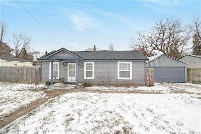 Single Family Home For Sale: 9062 Forest Rd