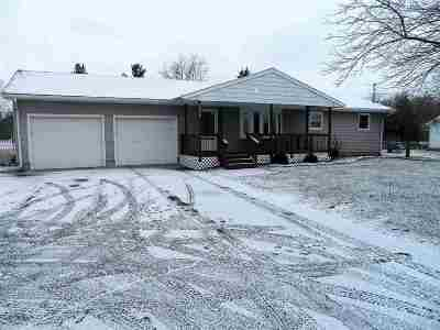 Lenawee County Single Family Home Contingent - Financing: 3744 Deerfield Road