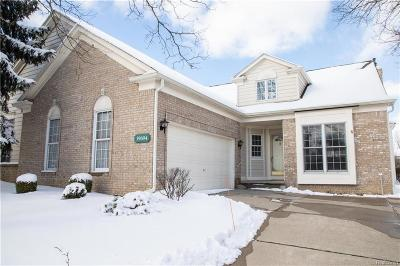 Northville Condo/Townhouse For Sale: 39694 Muirfield Ln