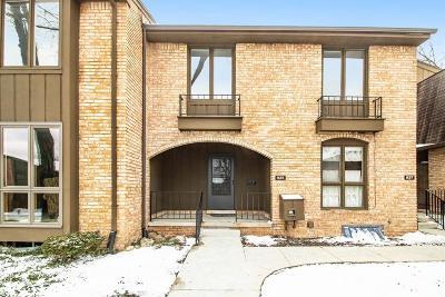 Washtenaw County Condo/Townhouse For Sale: 935 Greenhills Dr