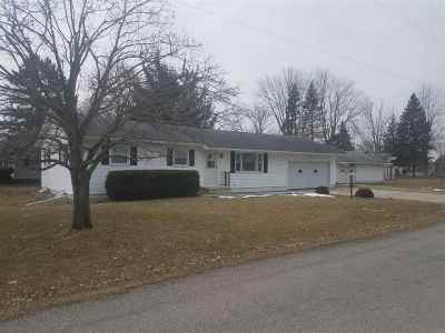 Lenawee County Single Family Home Contingent - Financing: 2223 Birchwood Dr