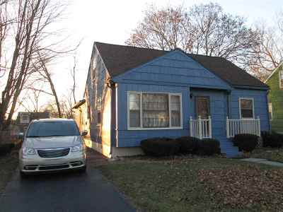 Lenawee County Single Family Home Contingent - Financing: 657 Lenawee