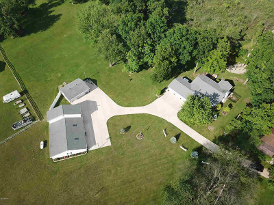 Jackson County, Lenawee County, Hillsdale County Single Family Home For Sale: 3095 N Cove Rd