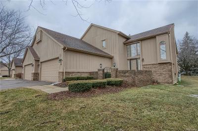 Livonia Condo/Townhouse For Sale: 37828 N Laurel Park Dr