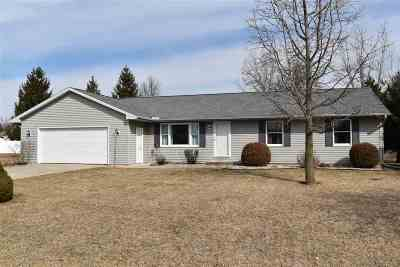 Lenawee County Single Family Home Contingent - Financing: 2432 Woodlawn Ln