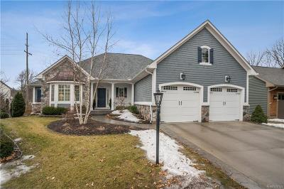 Milford Condo/Townhouse For Sale: 184 Cottage Ln