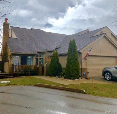 Livonia Condo/Townhouse For Sale: 37608 N Laurel Park Dr