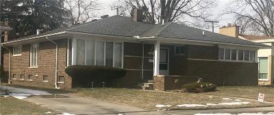 Oak Park Single Family Home For Sale: 23621 Cloverlawn St