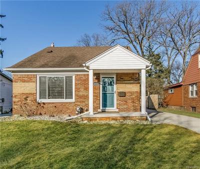 Oak Park Single Family Home For Sale: 24041 Roanoke Ave