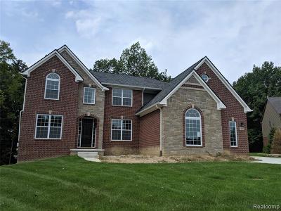 South Lyon Single Family Home For Sale: 13838 Forest Ridge Cir