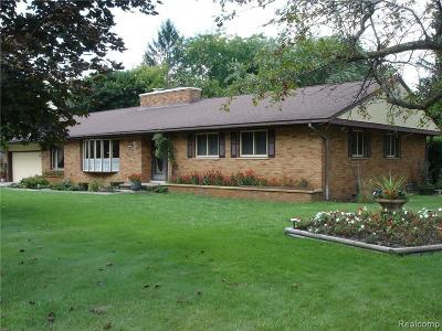 Single Family Home Contingent - Financing: 301 Lillian Crt
