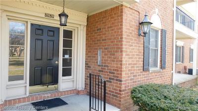 Farmington Hill Condo/Townhouse For Sale: 29628 Middlebelt Rd