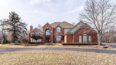 Plymouth Single Family Home For Sale: 4621 Old Oak Ct