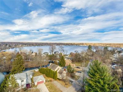 Single Family Home For Sale: 89 Leota Blvd