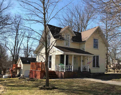 Single Family Home For Sale: 223 W Chicago St