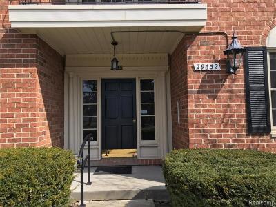 Farmington Hill Condo/Townhouse For Sale: 29632 Middlebelt Rd N