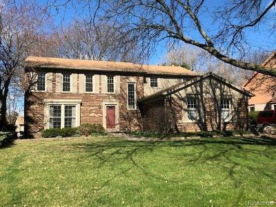 Farmington Hill Single Family Home For Sale: 25817 Hunt Club Blvd