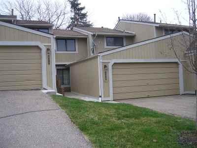 Northville Condo/Townhouse For Sale: 906 Williamsburg Ct