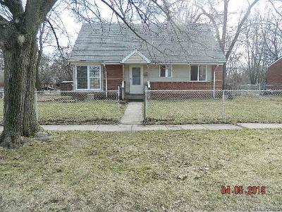 Single Family Home For Sale: 677 Onandaga Ave