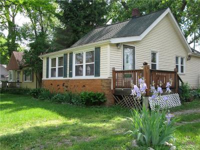 Farmington Hill Single Family Home For Sale: 21735 Colgate St N