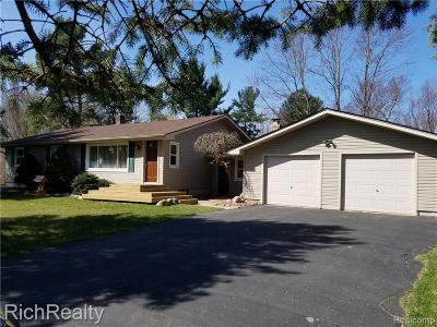 Milford Single Family Home For Sale: 851 S Duck Lake Rd