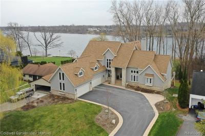 Lake Orion Single Family Home For Sale: 336 Indian Ridge Dr