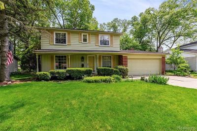 Livonia Single Family Home For Sale: 33321 Myrna Crt
