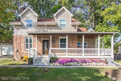 Single Family Home For Sale: 925 N Long Lake Blvd