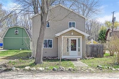 Single Family Home For Sale: 10993 Mapleview St