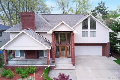West Bloomfield Single Family Home For Sale: 2166 Wycliffe Ave