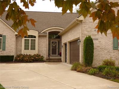 Novi Condo/Townhouse For Sale: 25228 Sutton Crt
