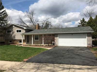 Lansing Single Family Home For Sale: 2506 Belaire Dr